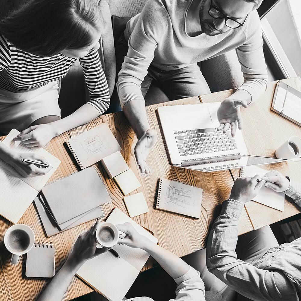 Bewerberberatung als Gruppengespräch am Tisch